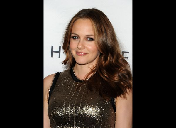 """Alicia Silverstone -- whose <a href=""""http://www.huffingtonpost.com/2012/03/27/alicia-silverstone-chews-food-for-bear-blue-mou"""