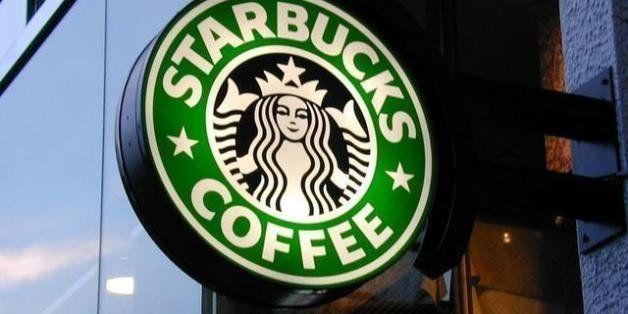 Starbucks Corporation es una compaᅢテᅡ매テᅡᆳa internacional dedicada a la compra, tostado y comercializaciᅢテᅡᄈn de cafᅢテᅡᄅ. Ademᅢテᅡᄀs vende cafᅢテᅡᄅ expresso y destilado, bebidas frᅢテᅡᆳas, tes, accesorios y otros productos alimenticios a travᅢテᅡᄅs de su cadena de tiendas.  La empresa abre su primer local en 1971 en Seattle, Estados Unidos. En 1982 se une a la empresa un nuevo director de marketing - Howard Schultz - quien luego de visitar Italia trajo la idea de abrir una tienda de cafᅢテᅡᄅ en el centro de Seattle.