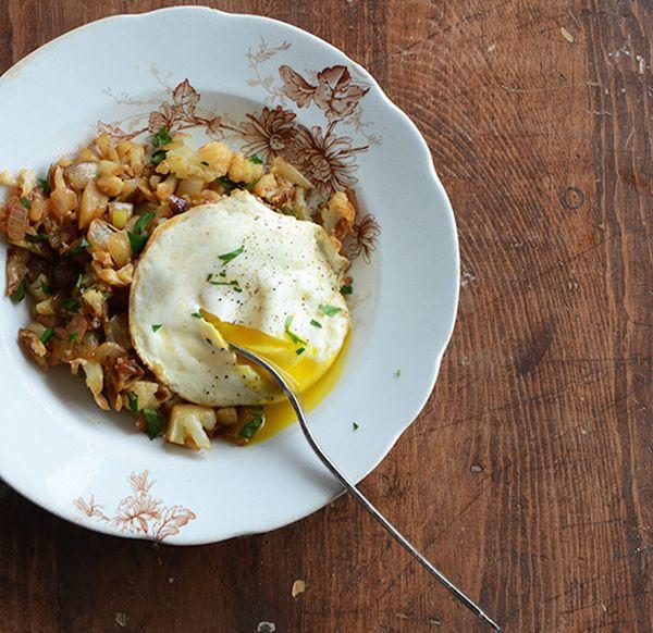 "This <a href=""http://www.anediblemosaic.com/?p=14484"" target=""_blank""><strong>Cauliflower Hash</strong></a> recipe by An Edib"