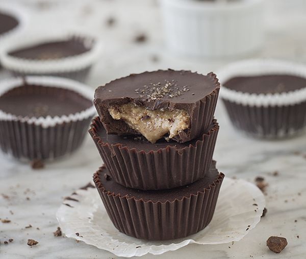 """<strong>Get the <a href=""""http://slimpalate.com/dark-chocolate-almond-butter-cups-with-smoked-sea-salt-paleo-refined-sugar-fre"""