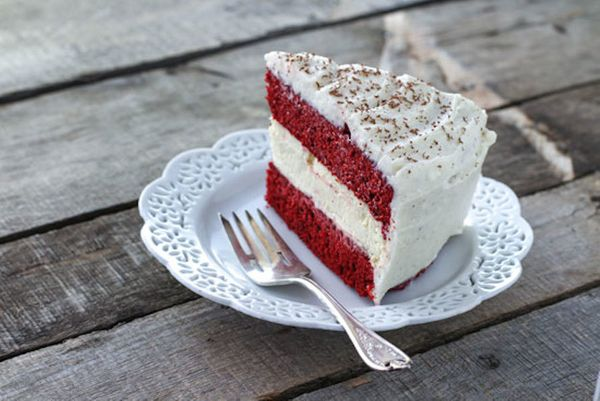 """<strong>Get the <a href=""""http://www.huffingtonpost.com/food-fanatic/copycat-red-velvet-cheese_b_4784697.html"""" target=""""_blank"""""""