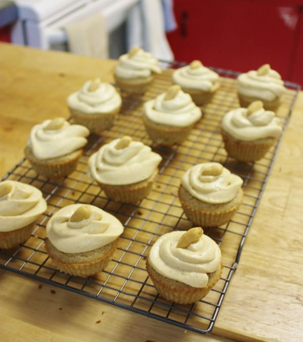 "<strong>Get the <a href=""http://www.thisrawsomeveganlife.com/2012/01/vanilla-cupcakes-with-peanut-butter.html"" target=""_blank"
