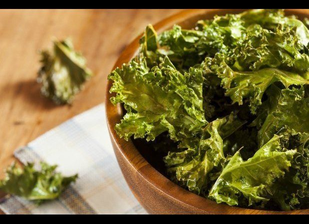"""Kale has had an amazing resurgence in popularity lately and there's a good reason for all the hype: <a href=""""http://ndb.nal.u"""