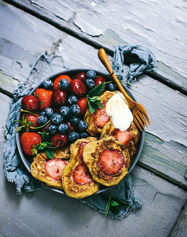 """<strong>Get the <a href=""""http://whatshouldieatforbreakfasttoday.com/post/88794836100/pancakes-with-strawberries"""" target=""""_bla"""