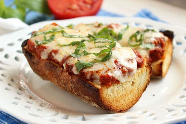 "<strong>Get the <a href=""http://thesuburbansoapbox.com/2014/08/26/easy-bolognese-french-bread-pizza/"" target=""_blank"">Easy Bo"
