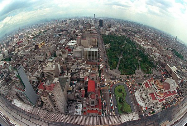 """If size impresses you, you'll probably admire Mexico City. <a href=""""http://www.time.com/time/specials/packages/article/0,2880"""