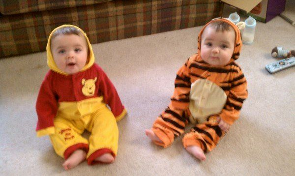 504c5565e41c Halloween Costumes For Twins That Will Win You Over