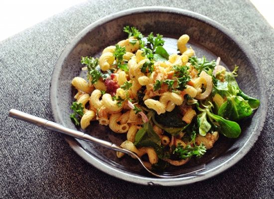 "<strong>Get the <a href=""http://www.okiedokieartichokie.me/2012/04/salmon-and-cavatappi-pasta-salad-with-smoked-paprika-srira"