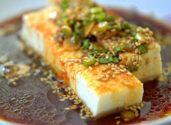 "<strong>Get the<a href=""http://www.fifteenspatulas.com/2012/07/12/chilled-tofu-with-scallions-and-soy-sauce/"" target=""_hplink"