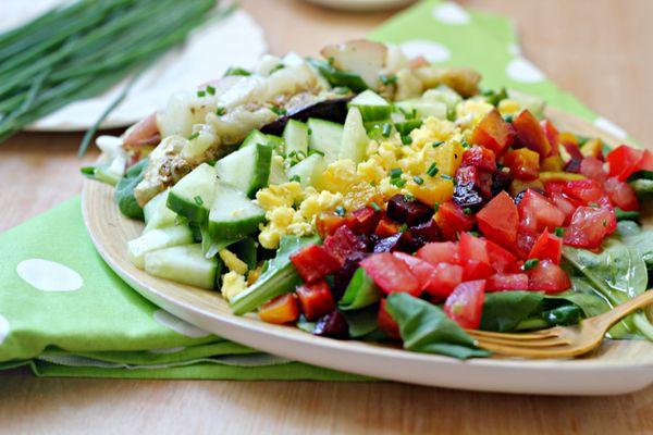 "<strong>Get the <a href=""http://whatjewwannaeat.com/rainbow-sabich-salad-spicy-tahini-dressing/"" target=""_blank"">Rainbow Sabi"
