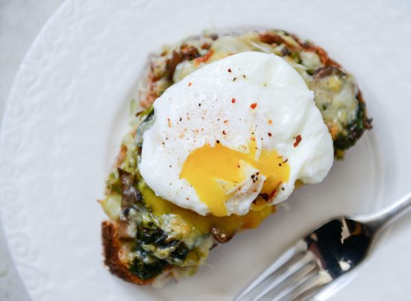 """<strong>Get the <a href=""""http://www.howsweeteats.com/2014/02/broiled-fontina-toasts-with-roasted-garlic-and-poached-eggs/"""" ta"""