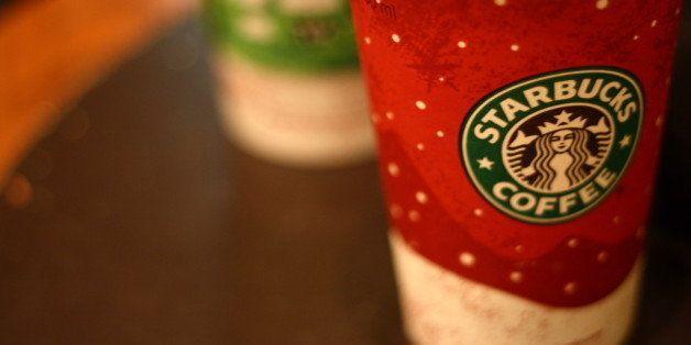 """Centro Histᅢテᅡᄈrico sin ambulantes, casi al final... Es la tercera vez en mi vida que voy a un Starbucks, segunda vez que les consumo; no me gusta tanto el cafᅢテᅡᄅ ni cᅢテᅡᄈmo le han dado ese estatus de muy cool el asunto, pero eso pasa a segundo tᅢテᅡᄅrmino cuando compartes con personas que vale la pena. ------------------------------------- Referrer(s) / Used On <a href=""""http://www.tryingfitness.com/its-just-a-hot-chocolate-right/"""" role=""""link"""" data-ylk=""""subsec:paragraph;itc:0;cpos:__RAPID_INDEX__;pos:__RAPID_SUBINDEX__;elm:context_link"""">www.tryingfitness.com/its-just-a-hot-chocolate-right/</a><a href=""""http://www.thatsfit.com/2008/11/27/starbucks-holiday-drinks-by-the-numbers/"""" role=""""link"""" data-ylk=""""subsec:paragraph;itc:0;cpos:__RAPID_INDEX__;pos:__RAPID_SUBINDEX__;elm:context_link"""">www.thatsfit.com/2008/11/27/starbucks-holiday-drinks-by-t...</a><a href=""""http://www.tootimidandsqueamish.com/2012/11/9-easy-ways-to-save-money-to-travel/"""" role=""""link"""" data-ylk=""""subsec:paragraph;itc:0;cpos:__RAPID_INDEX__;pos:__RAPID_SUBINDEX__;elm:context_link"""">www.tootimidandsqueamish.com/2012/11/9-easy-ways-to-save-...</a><a href=""""http://andrebeaulieu.com/2014/11/13/cinnamon-latte/"""" role=""""link"""" data-ylk=""""subsec:paragraph;itc:0;cpos:__RAPID_INDEX__;pos:__RAPID_SUBINDEX__;elm:context_link"""">andrebeaulieu.com/2014/11/13/cinnamon-latte/</a>"""