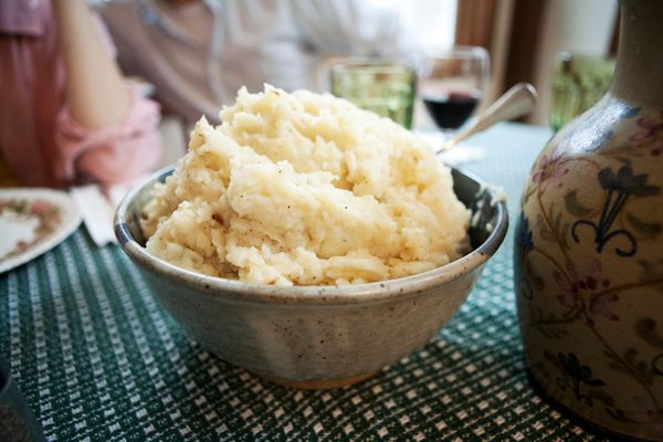 """<a href=""""http://lifehacker.com/5860498/make-extra-fluffy-mashed-potatoes-by-adding-a-pinch-of-baking-powder"""" target=""""_blank"""">"""