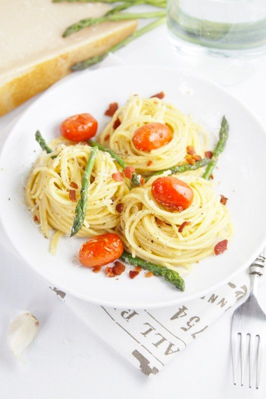 """<strong>Get the <a href=""""http://www.bellalimento.com/2013/08/28/asparagus-and-tomato-carbonara/"""" target=""""_blank"""">Asparagus An"""