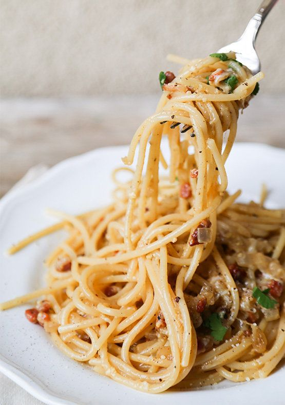 """<strong>Get the <a href=""""http://thechicsite.com/2013/12/23/spaghetti-carbonara-2/"""" target=""""_blank"""">Simple Spaghetti Carbonara"""