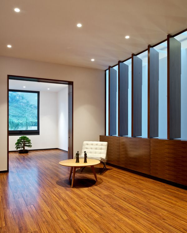 Inside the house, recessed ceiling fixtures allow the natural light to truly shine.