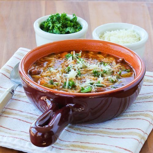 "<strong>Get the <a href=""http://www.kalynskitchen.com/2013/04/slow-cooker-vegetarian-pasta-e-fagioli-soup.html"" target=""_blan"