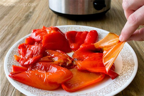 "<strong>Get the <a href=""http://www.cookthestory.com/2013/10/03/make-roasted-peppers-slow-cooker/"" target=""_blank"">Slow Cooke"