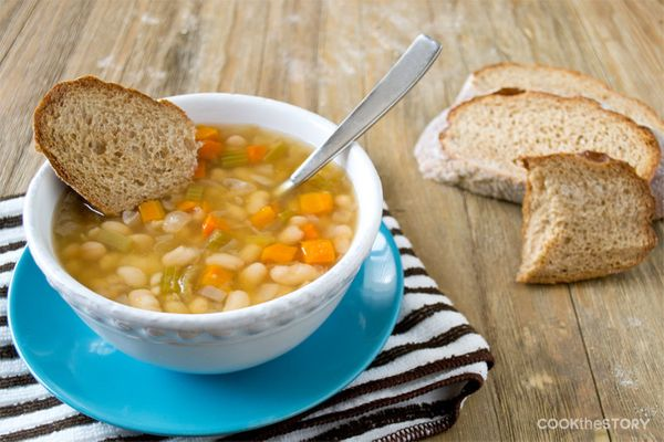 "<strong>Get the <a href=""http://www.aroundmyfamilytable.com/slow-cooker-italian-vegetarian-bean-soup/"" target=""_blank"">Slow C"