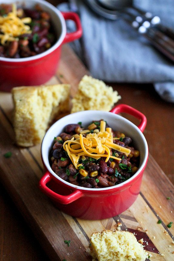 "<strong>Get the <a href=""http://www.cookincanuck.com/2015/09/slow-cooker-3-bean-vegetarian-chili-recipe/"" target=""_blank"">Slo"