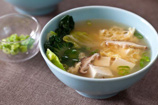 "<strong>Get the <a href=""http://steamykitchen.com/20575-miso-soup-recipe-tofu-mushroom.html"">Tofu & Mushroom Miso Soup</a> re"