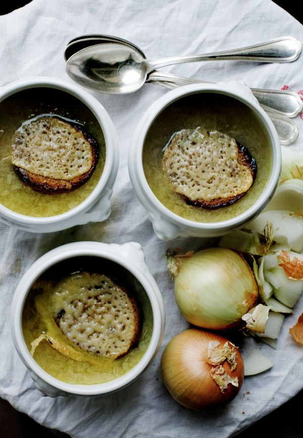 """<strong>Get the <a href=""""http://mimithorisson.com/2012/09/12/dinner-for-friends/"""" target=""""_blank"""">Old-Fashioned Onion Soup Wi"""