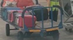 Ryanair-Kunde filmt, wie Flughafen-Arbeiter sich an Gepäck zu schaffen