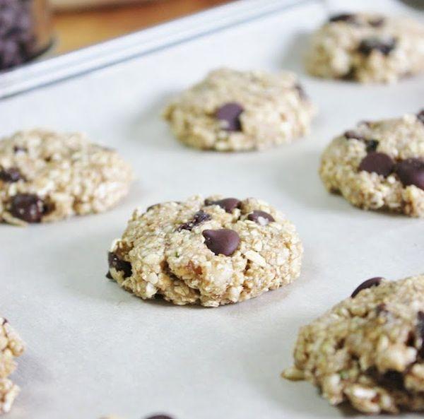 "No oven, no problem! <br><br><strong>Get the <a href=""hhttp://www.thisrawsomeveganlife.com/2012/06/chocolate-raisin-oat-cooki"