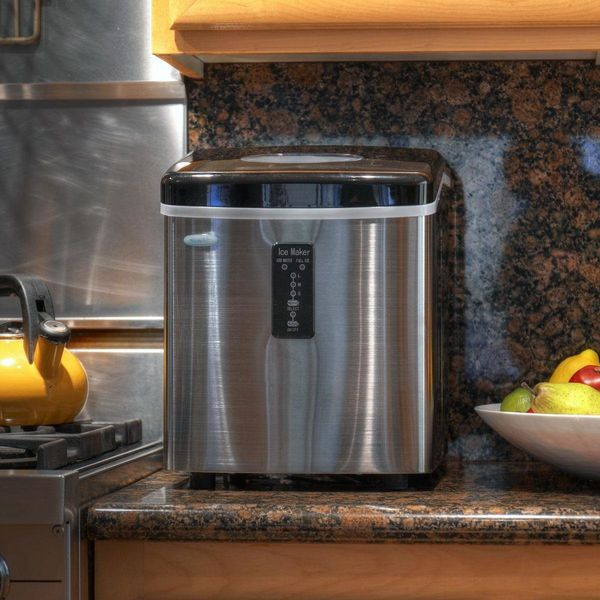 """<a href=""""http://www.air-n-water.com/product/ai-100ss.htm"""" target=""""_blank"""">NewAir AI-100SS Stainless Steel Portable Ice Maker"""