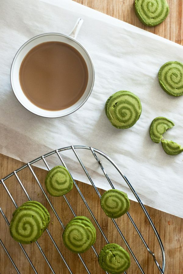 "<strong>Get the <a href=""http://tworedbowls.com/2013/09/22/matcha-shortbread-cookies/"" target=""_blank"">Matcha Shortbread Cook"