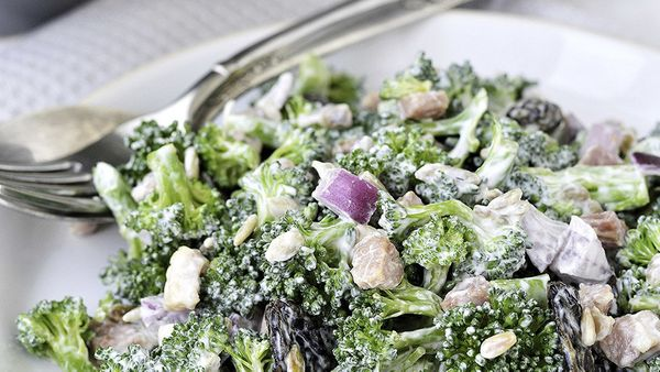 "7 grams sugar  <br><br> Source: <a href=""http://www.kraftrecipes.com/recipes/crunchy-broccoli-salad-154973.aspx"" target=""_bla"