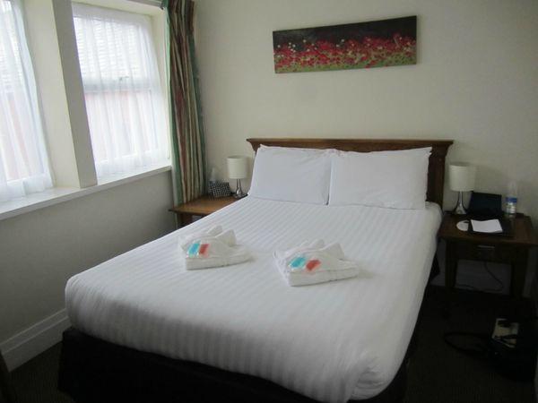 """직원의 친절함은 <a href=""""http://www.tripadvisor.com/HotelHighlight-g186332-d3387140-Reviews-a_cja.10775740-a_cjp.7104286-a_cjs.skim3"""