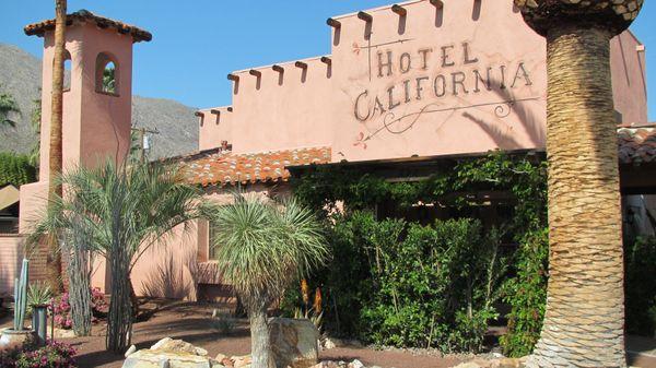 """따뜻한 물이 나오는 수영장과 녹음이 우거진 정원을 자랑하는 <a href=""""http://www.tripadvisor.com/HotelHighlight-g32847-d119472-Reviews-a_cja.10775740-a_c"""