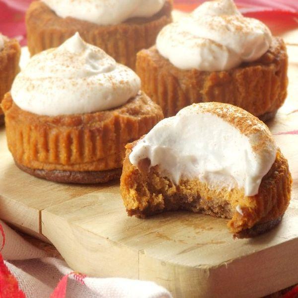 """<strong>Get the <a href=""""http://www.connoisseurusveg.com/2014/11/mini-vegan-pumpkin-cheesecakes-gingersnap-crusts.html"""" targe"""