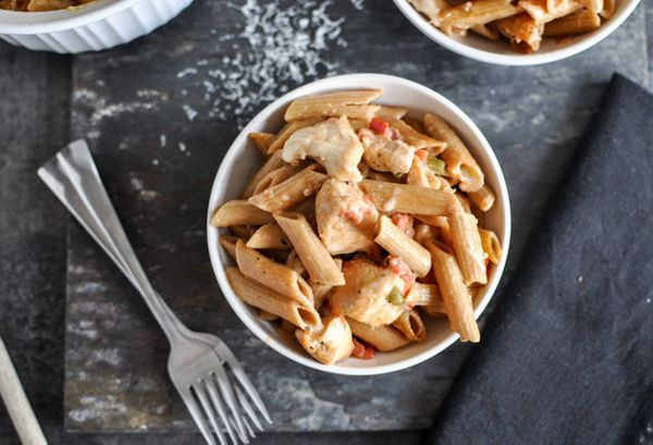 "<strong>Get the <a href=""http://www.howsweeteats.com/2012/11/super-easy-creamy-tomato-and-chicken-baked-penne/"" target=""_blan"