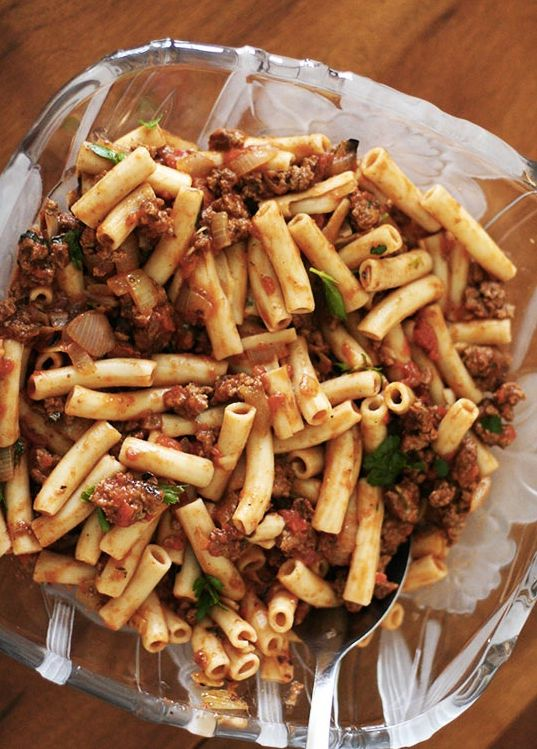 "<strong>Get the <a href=""http://www.simplyrecipes.com/recipes/penne_pasta_with_meat_sauce/"" target=""_blank"">Penne Pasta with"