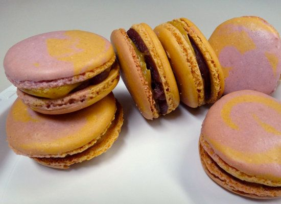 "<strong>Get the <a href=""http://macaronmafia.wordpress.com/2011/09/14/its-peanut-butta-jelly-time-pbj-macarons/"">Peanut Butte"