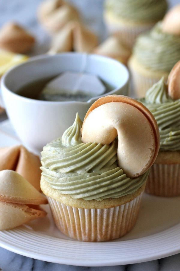 "<strong>Get the <a href=""http://www.imperialsugar.com/recipes/desserts/cupcakes/Green-Tea-Cupcakes-with-Matcha-Cream-Cheese-F"