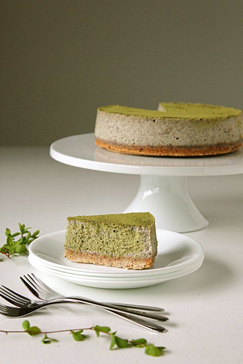 "<strong>Get the <a href=""http://ohsweetday.com/2015/03/matcha-black-sesame-cheesecake.html"" target=""_blank"">Matcha Black Sesa"