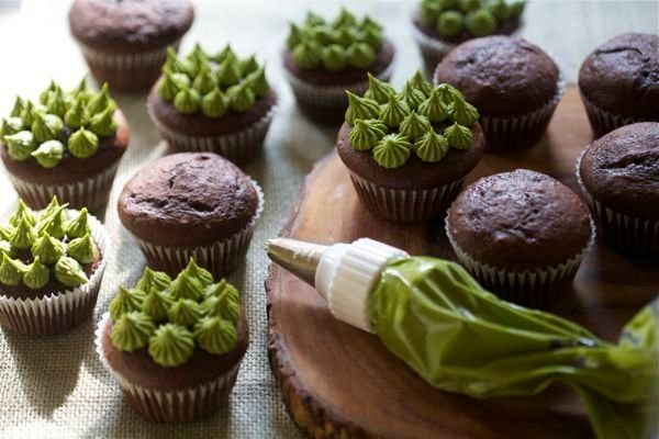 "<strong>Get the <a href=""http://acozykitchen.com/cupcakes-matcha-green-tea/"" target=""_blank"">Dark Chocolate Cupcakes with Mat"