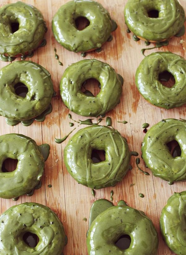 "<strong>Get the <a href=""http://www.abeautifulmess.com/2013/02/macha-green-tea-donuts.html"" target=""_blank"">Green Tea Frosted"