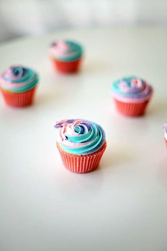 "<strong>Get the <a href=""http://www.handmadecharlotte.com/rainbow-rosette-cupcakes/"" target=""_blank"">Rainbow Rosette Cupcakes"