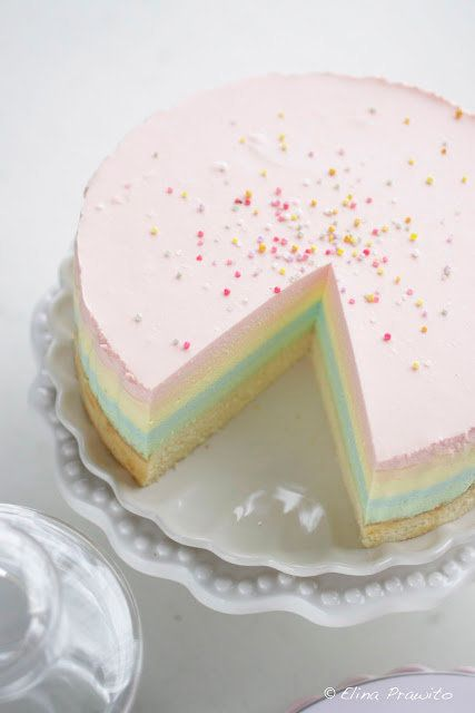 """<strong>Get the <a href=""""http://bakeabooing.blogspot.com/2012/08/i-heart-rainbow-cheesecake.html"""" target=""""_blank"""">Rainbow Che"""