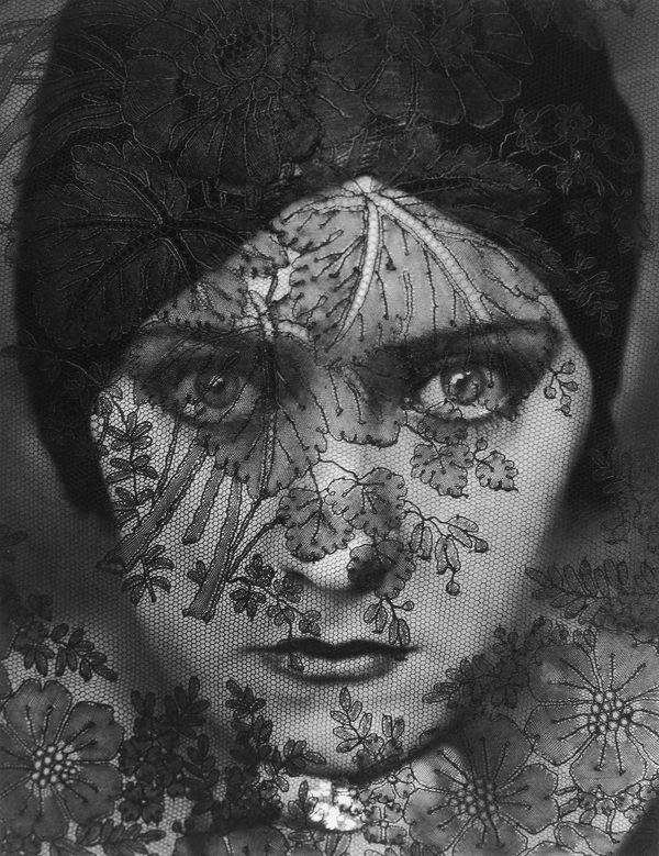 Gloria Swanson © Edward Steichen, Condé Nast Collection, www.lumas.com