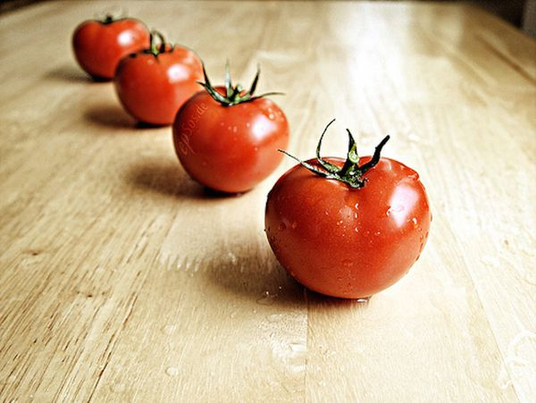 """Tomatoes are packed with<a href=""""http://www.ncbi.nlm.nih.gov/pubmed/20491642"""" target=""""_blank""""> lycopene</a>, an antioxidant t"""