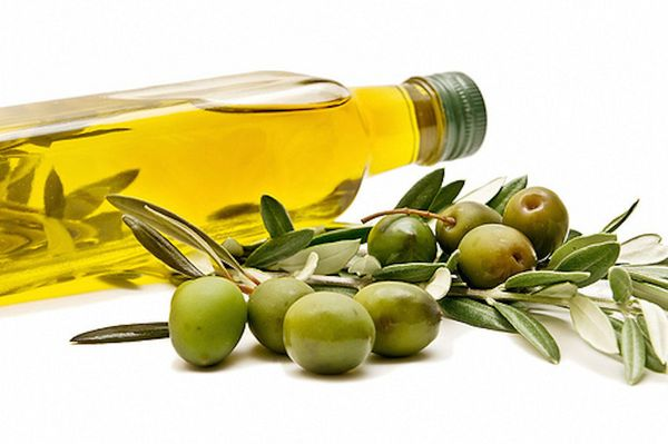 """""""Olive oil is rich in polyphenols and heart-healthy monounsaturated fats that help kick inflammation to the curb,"""" said Josep"""