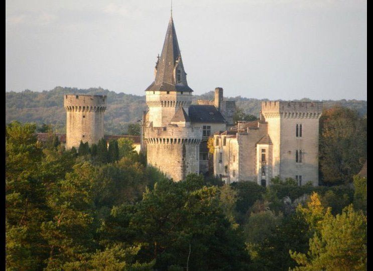 "Surrounded by high fortified walls with eight towers, <a href=""http://bit.ly/1D3P30s"" target=""_hplink"">Chateau Marouatte</a>"