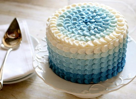 """<strong>Get the <a href=""""http://www.thehungryhousewife.com/2012/04/blue-ombre-petal-cake-tutorial.html"""">Blue Ombre Petal Cake"""