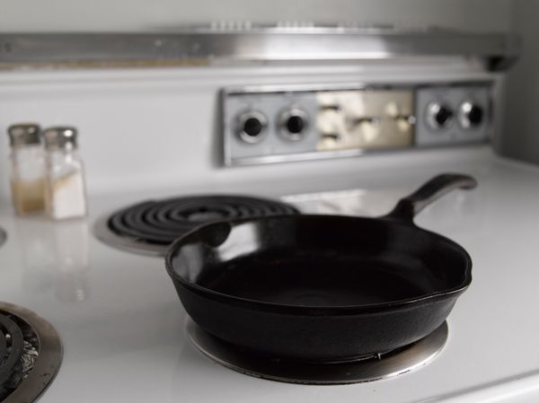 """DON'T DO IT! Those who are <a href=""""http://www.huffingtonpost.com/2013/10/16/cast-iron-skillet-care-tips_n_4102093.html"""" targ"""
