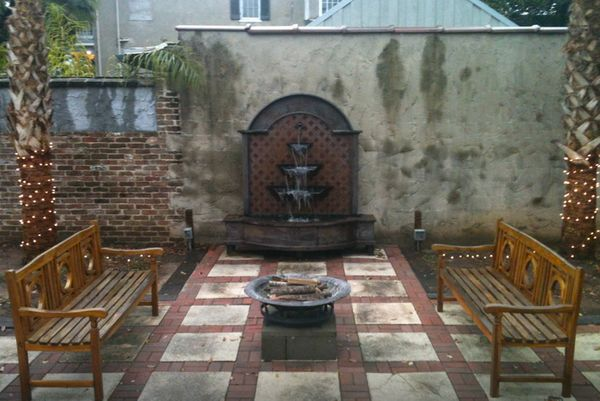 This shotgun house in a quaint neighborhood has an outdoor area with courtyard and fountain.<br>  <strong>City:</strong> Mobi